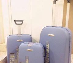 Be Be Luggages Photos